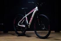Bicicleta aro 29 mtb feminina ox bike 21v shimano freio a disco branca rosa -