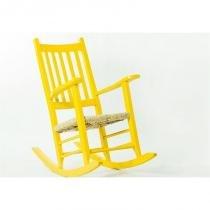 Cadeira de Balanço Palha em Laca Desgastado Pestre Amarela - Mão  Formão - Mão  Formão