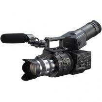 Filmadora Sony NEX-FS700UK Super 35mm com Lente 18-200mm -
