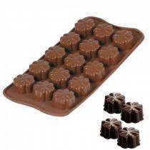 Forma de Silicone para Chocolates e Bombons Formato Trevo 15 Cavidades  Unicasa -