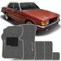 Jogo de Tapetes Carpete Chevrolet Comodoro 73 a 92 Grafite Bordado Base Antiderrapante Emborrachada - Requinte tapetes