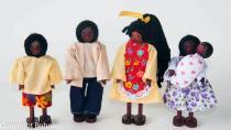 Kit 5 bonecos família negra e bebê - Bohney