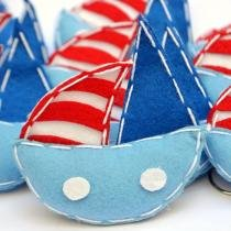 Lembranças Chaveiro 30 Unidades Feltro Azul e Vermelho Barco Vela - Eva de Abreu Feltros
