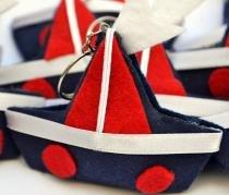 Lembranças Chaveiro 30 Unidades Feltro Marinho e Vermelho Barco Vela - Eva de Abreu Feltros