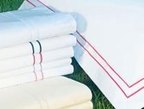 Lençol de Cama Petra Cama Queen em Algodão Percal 200 fios com 04 peças - Roupa de Cama Petras - escolha sua cor - Branco com Vermelho - Bernadete Casa