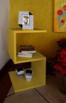 "Mesa ""S"" Lateral de Apoio Cabeceira ou Criado Mudo - Amarelo Laca - Formalivre"