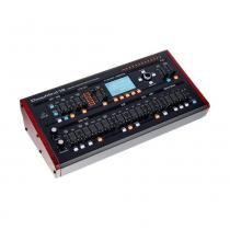 Sintetizador Behringer Deepmind12 D -