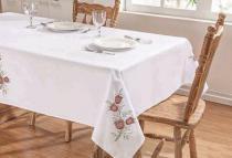 Toalha de Mesa Primavera 2,20m x 1,40m - Branco/Vermelho - Guga Tapetes