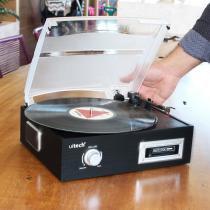 Toca Discos de Vinil e Fita Cassete K7 com Conversor Digital e Alto Falantes Uitech -
